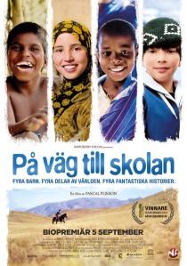 PÅ VÄG TILL SKOLAN 70x100.indd